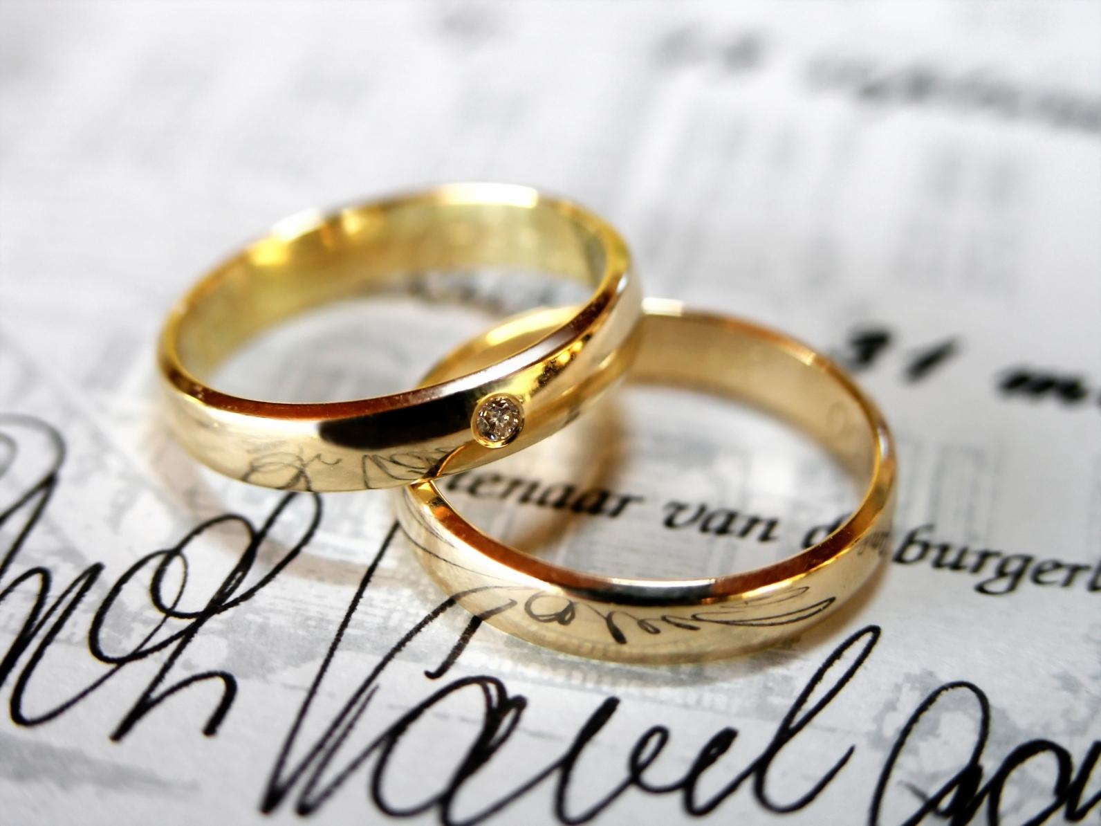 Los anillos de bodas, las alianzas de bodas