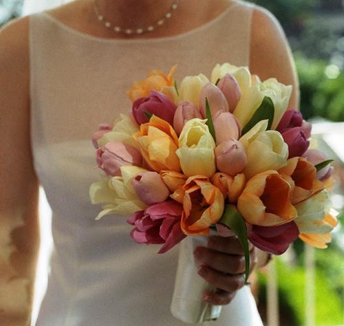 Tulipanes en el ramo de novias