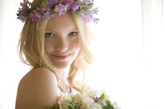 Coronas con flores para la cabeza de la novia
