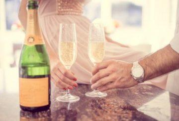 Como coger las copas en las bodas. Bodas Málaga, Fuengirola, Marbella, Mijas, Benalmadena